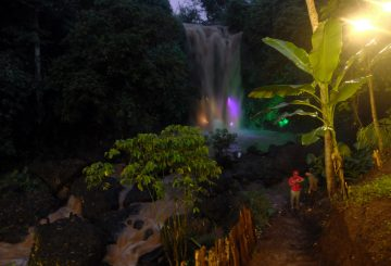 Curug Gondoriyo: Lighting Waterfall di Kota Semarang