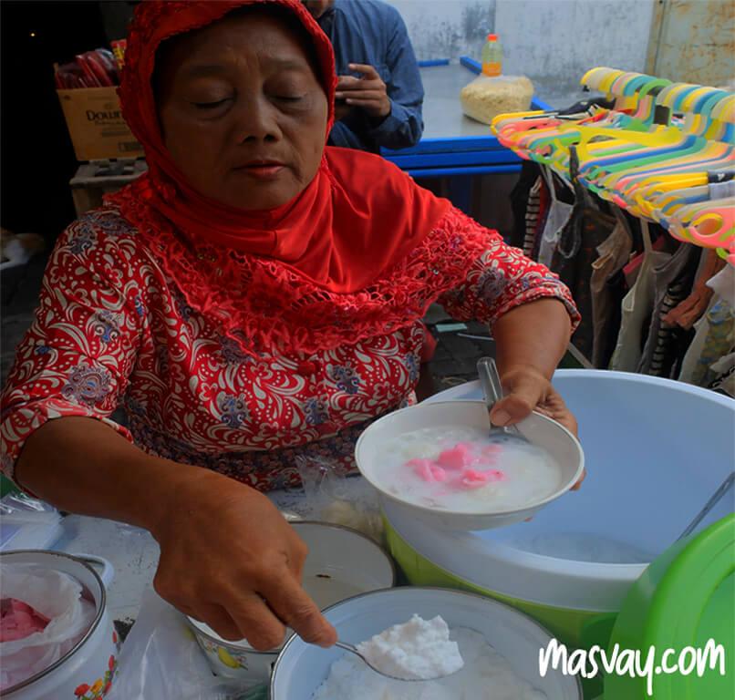 Penjual es gempol di Pasar Gang Baru