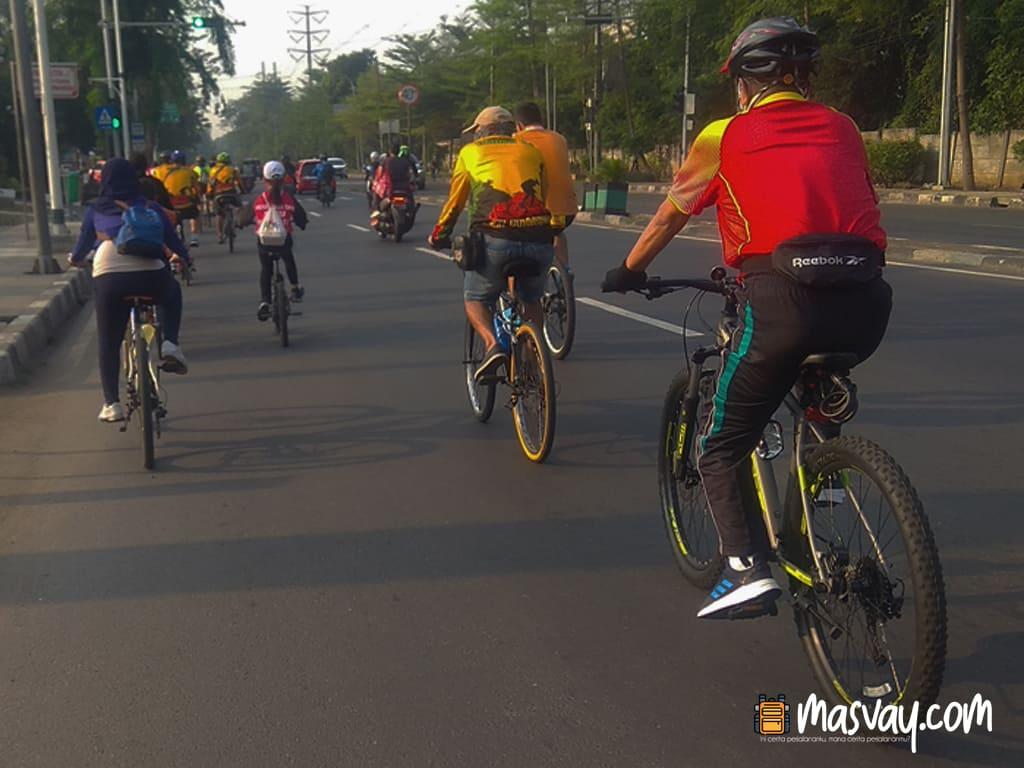 Bersepeda ke TMII