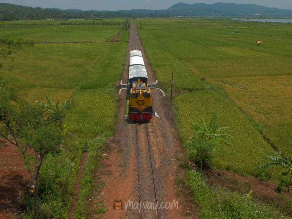 Kereta Wisata di dekat Rawapening